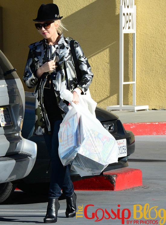 Gwen Stefani Goes Christmas Shopping