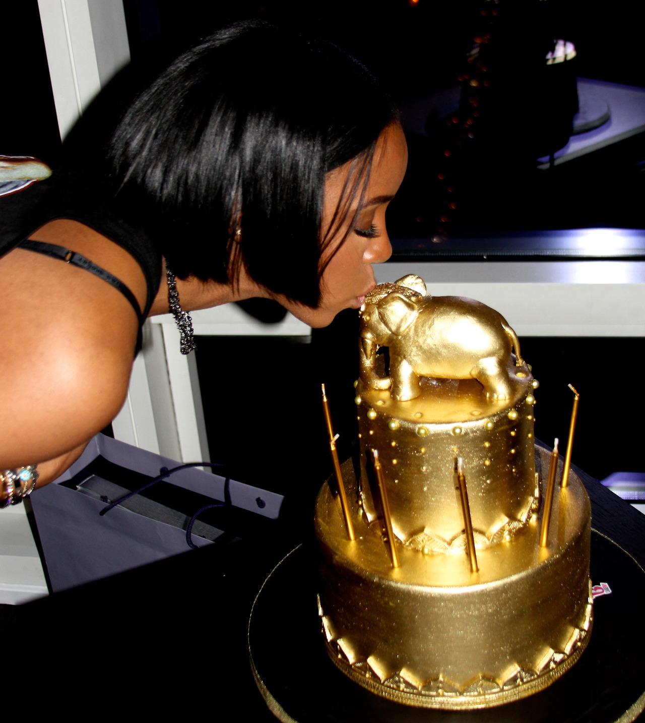 kelly rowland gold cake
