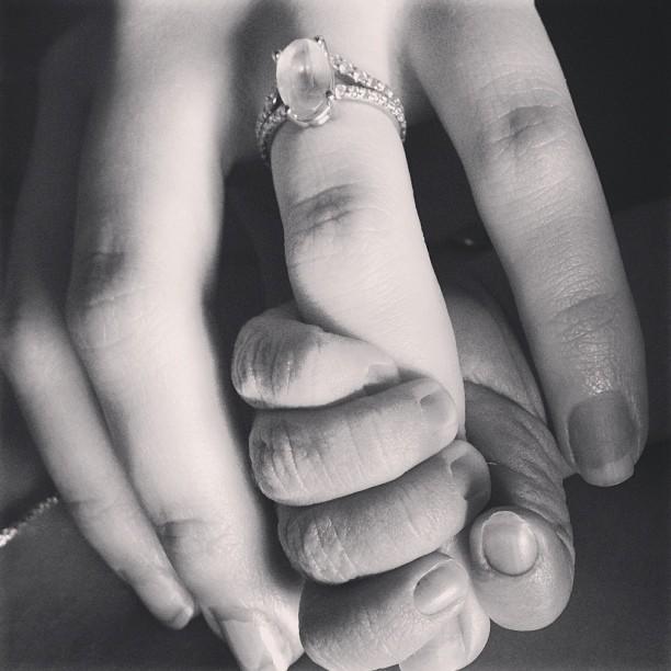 teresa palmer and baby bodhi rain hands