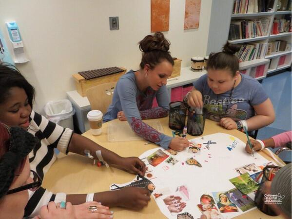 Britney Spears doing art therapy with kids