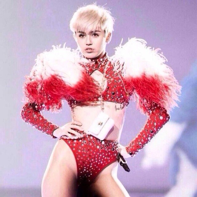miley cyrus bangerz outfit