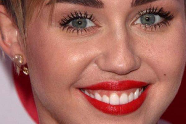 Miley Cyrus, Chanel, Bikini